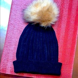 Gently used, FRANCESCA'S Black Winter Hat 🖤